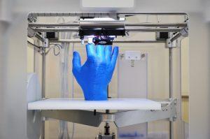 hand on 3D printer